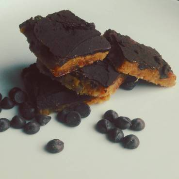 4 ingredient raw brazil nut date snack Lisa Hughes blog