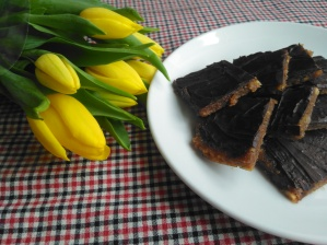Easy vegan snack 4 ingredient nut squares Lisa Hughes blog