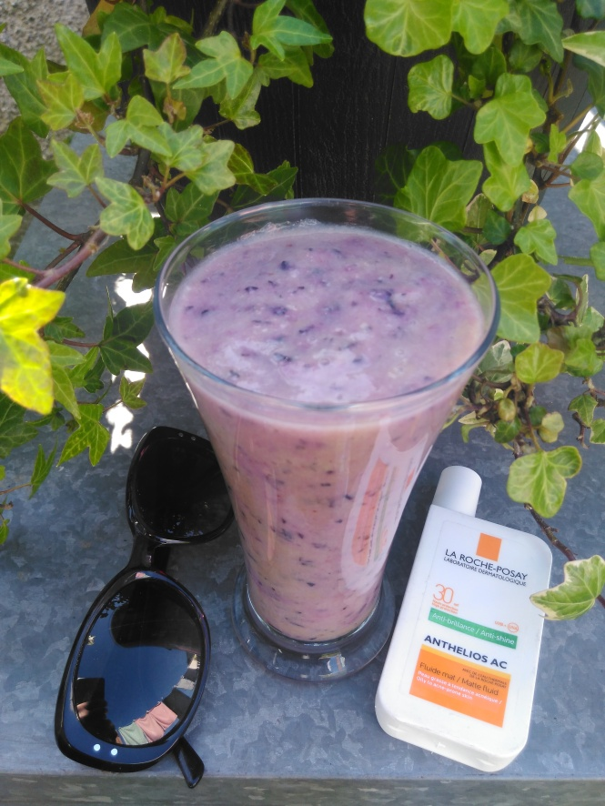 Lisa Hughes blog superfood smoothie blueberry pineapple