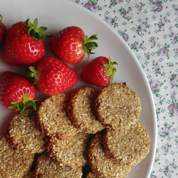 Easy vegan oat cookies recipe Lisa Hughes blog