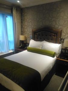 Drury Court Hotel bedroom