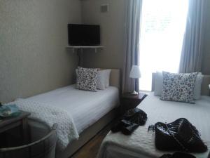 East Park Lodge Dublin twin room